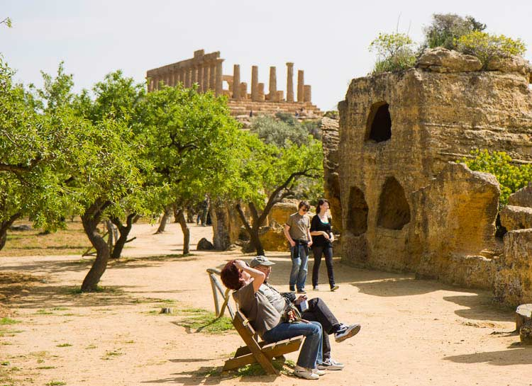 agrigento tourists picture