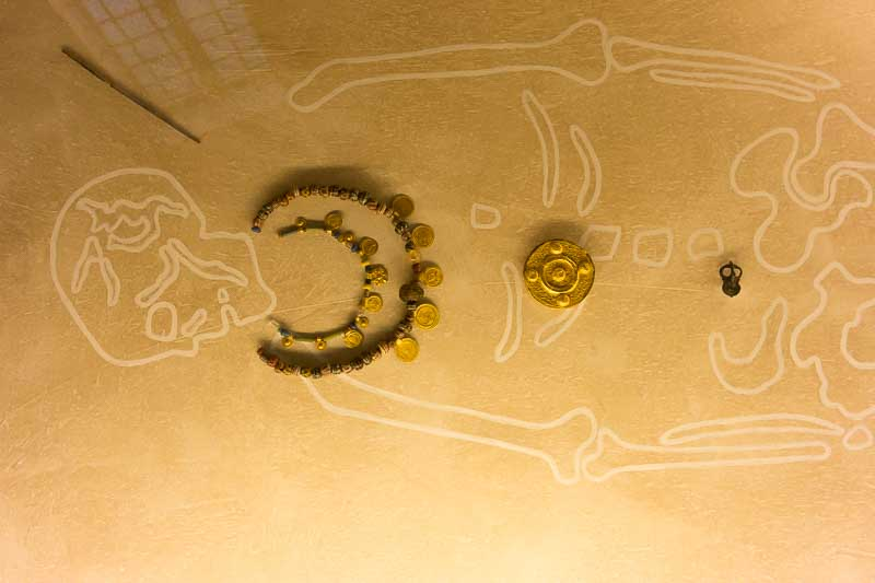burial treasures picture